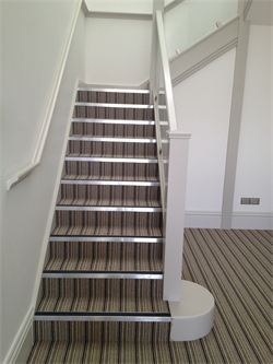Nice Communal Area   Entrance To Apartments. Carpet With Gradus Stair Nosings.
